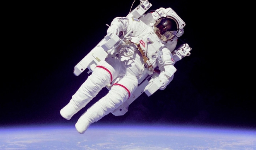 Who is better connected - an astronaut or a seafarer?