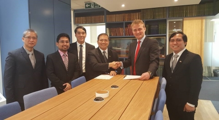 Signing of the MOU at IMarEST HQ in London: From L-R Mr. Arsenio Lingad II (Maritime Attaché Embassy of the Philippines), Mr. Michael Esplago (MARINA MET Standards Supervisor), Capt. Eleazar Diaz ( MARINA Executive Director) Marcial Quirico Amaro III,Phd (MARINA, Administrator), Mr. David Loosley (IMarEST, Chief Executive), Dr. Glenn Mark Blasquez (IMarEST Philippines Branch Treasurer)