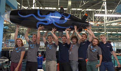 Omer team wins 2018 human-powered submarine races and breaks world speed record